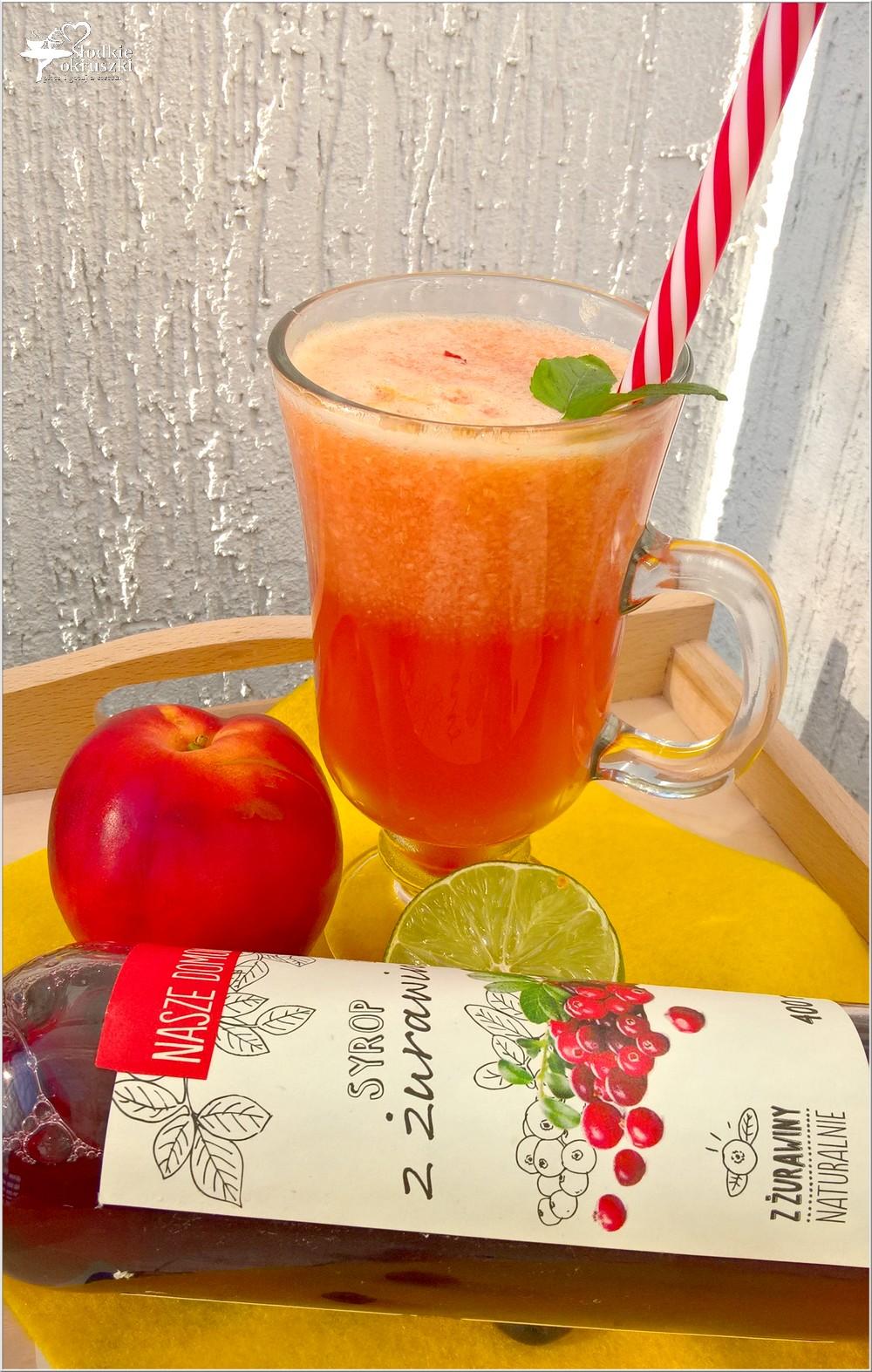 Orzeźwiający napój żurawinowo-nektarynkowy (na letnie dni) (4)