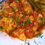 Piersi z kurczaka w ziołowo-pomidorowym sosie