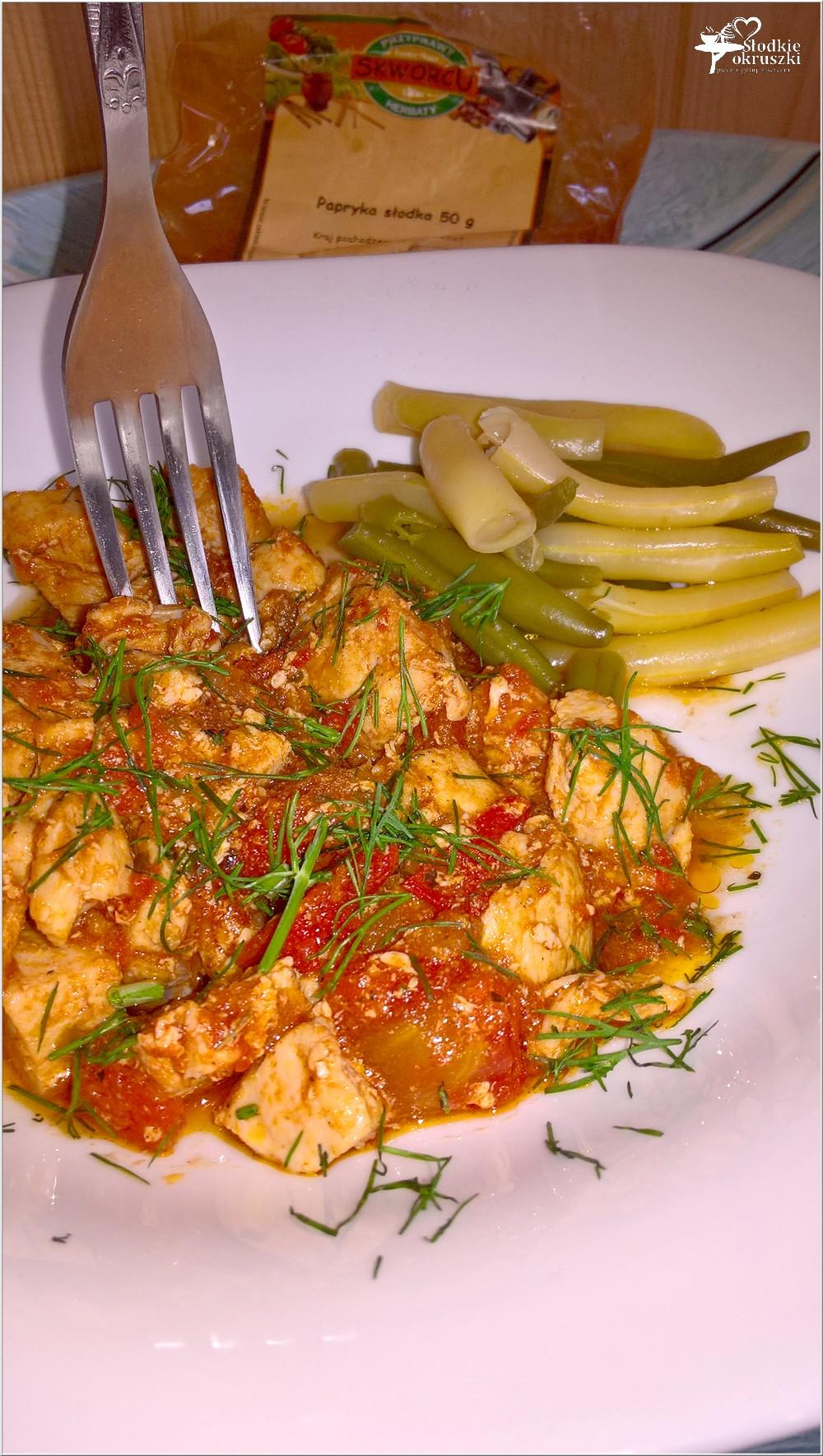 Piersi z kurczaka w ziołowo-pomidorowym sosie (2)