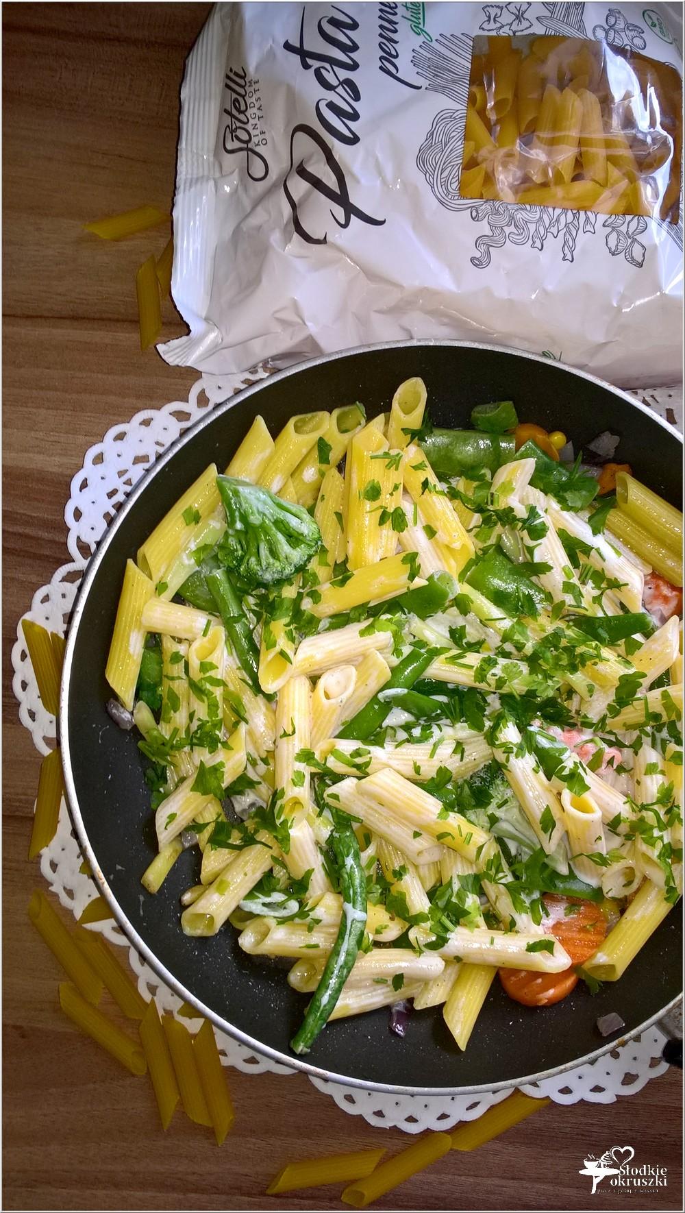 Bezglutenowy makaron z warzywami i jogurtem. Lżejszy obiad. (2)