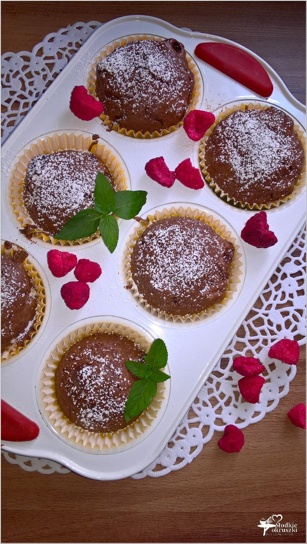 Czekoladowo-malinowe babeczki (z liofilizowanymi owocami) (2)