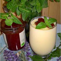 Domowy budyń waniliowy z truskawkowo-cynamonowym zwieńczeniem (1)