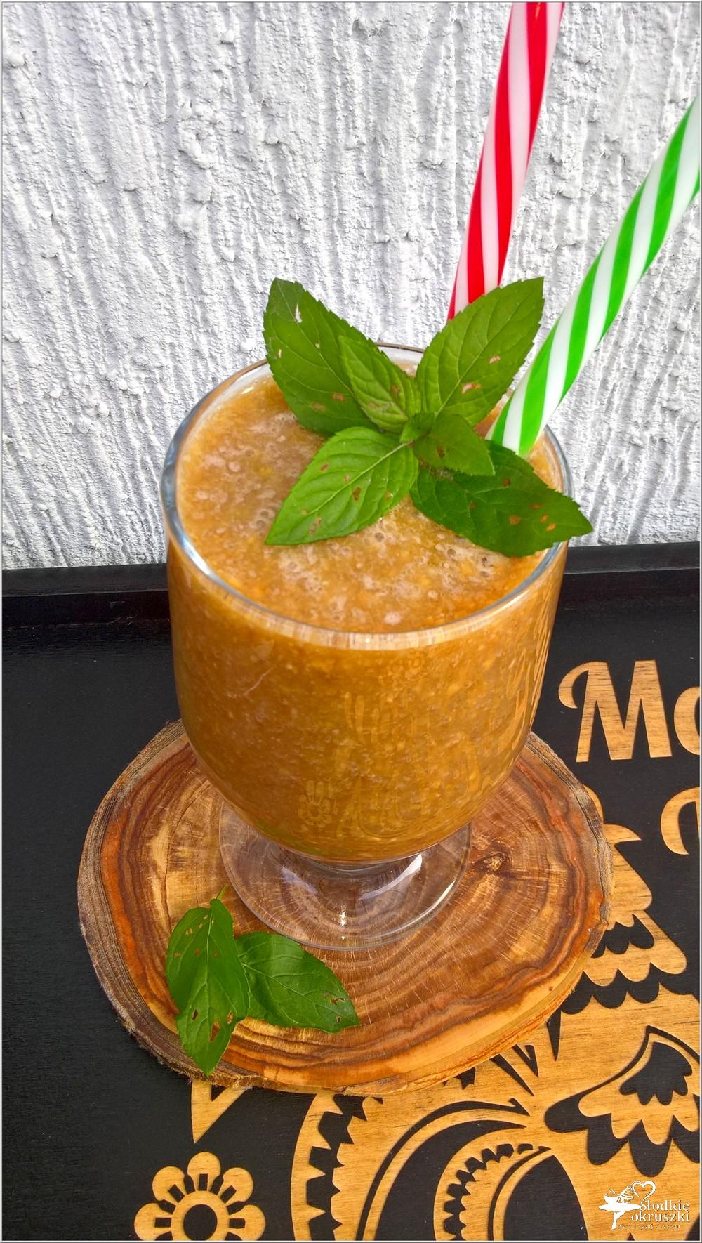 Kokosowo-kawowy koktajl z karmelizowanymi orzechami (1)