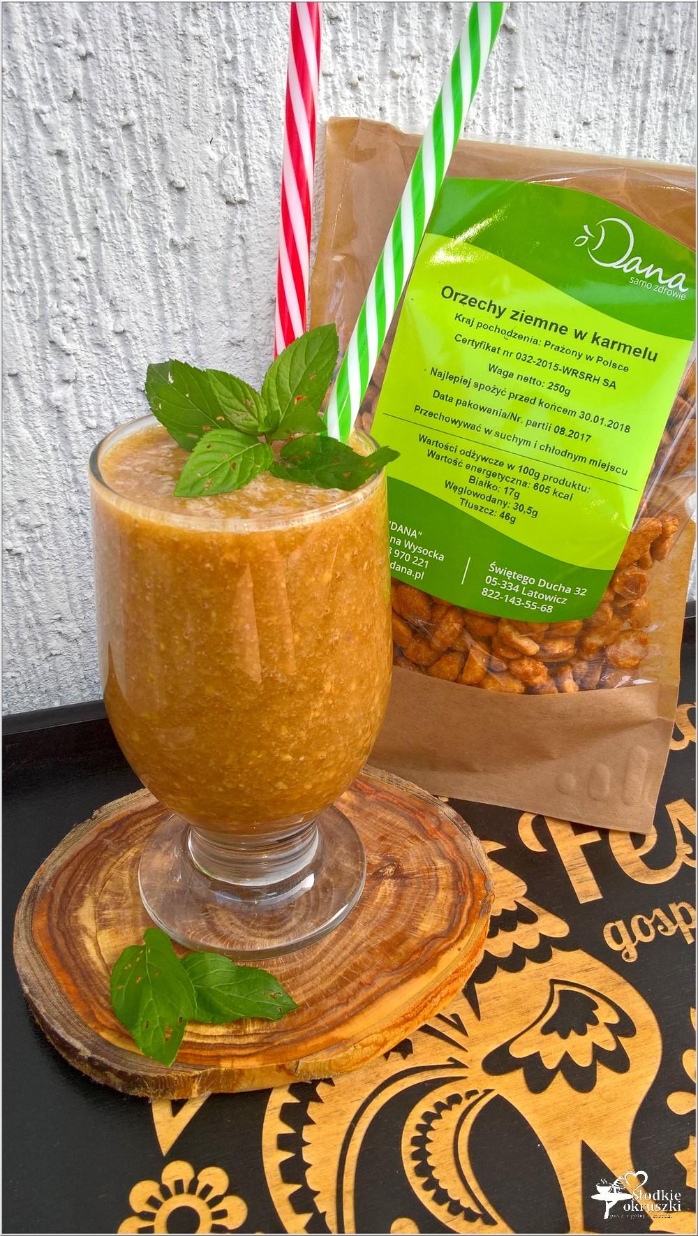 Kokosowo-kawowy koktajl z karmelizowanymi orzechami (2)