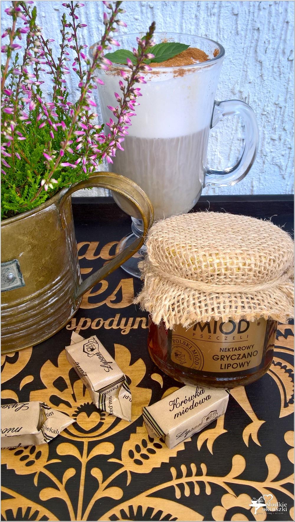 Miodowo cynamonowa kawa z miodowymi krówkami (5)