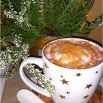 Czekoladowe kakao z cynamonem i mleczną pianką