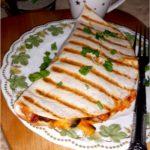 Grillowana tortilla z pikantnym farszem