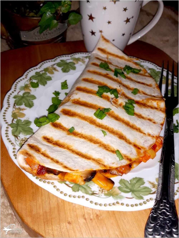 Grillowana tortilla z pikantnym farszem (1)