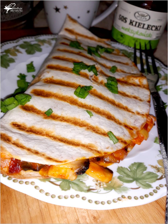 Grillowana tortilla z pikantnym farszem (2)