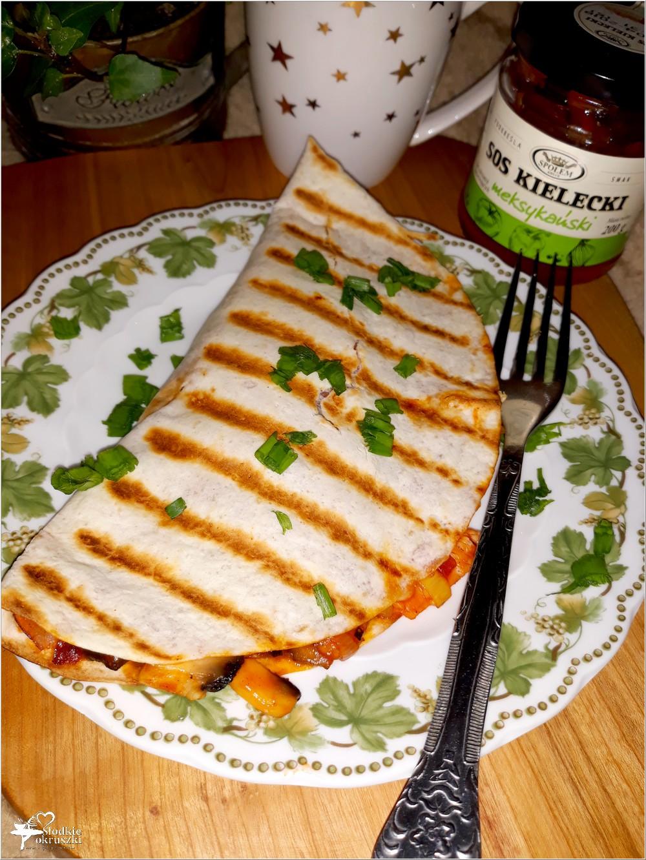 Grillowana tortilla z pikantnym farszem (3)