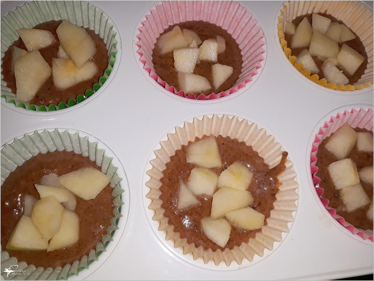 Kakaowe muffinki nadziane jabłko-gruszką (2)