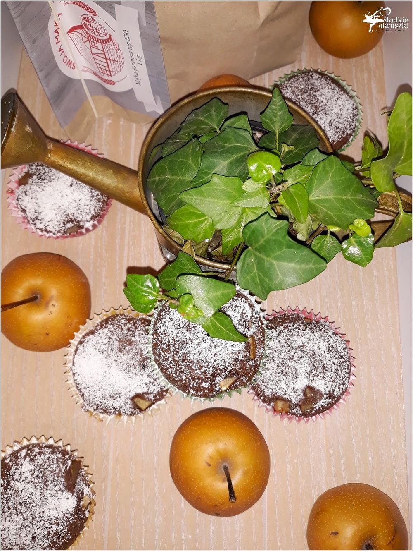 Kakaowe muffinki nadziane jabłko-gruszką (7)