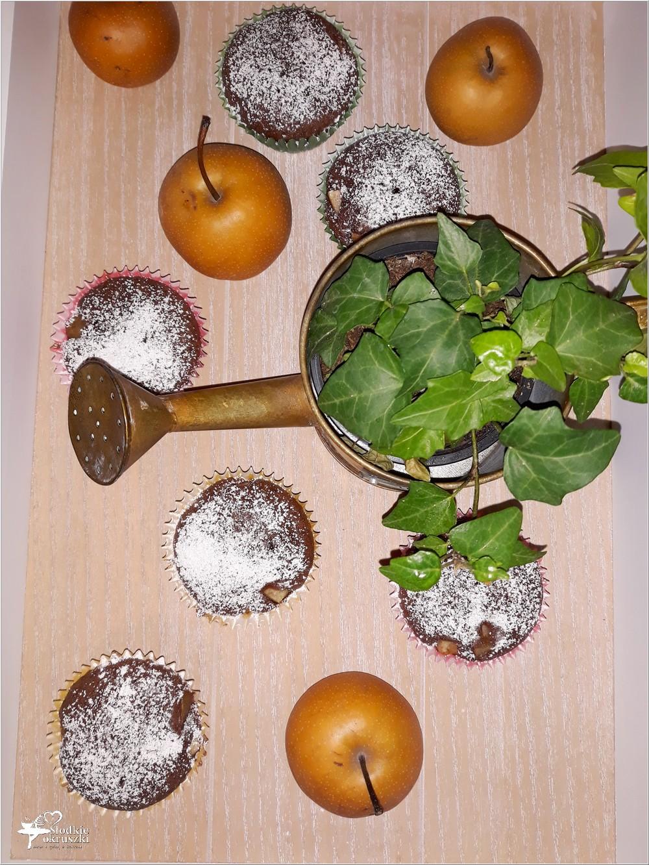 Kakaowe muffinki nadziane jabłko-gruszką (8)