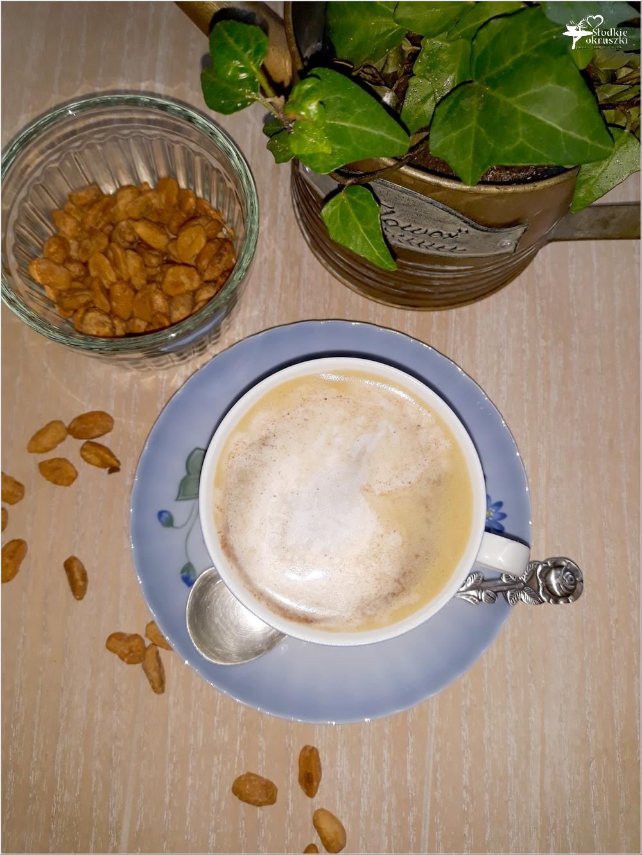 Karmelowa kawa z cynamonową pianką (1)