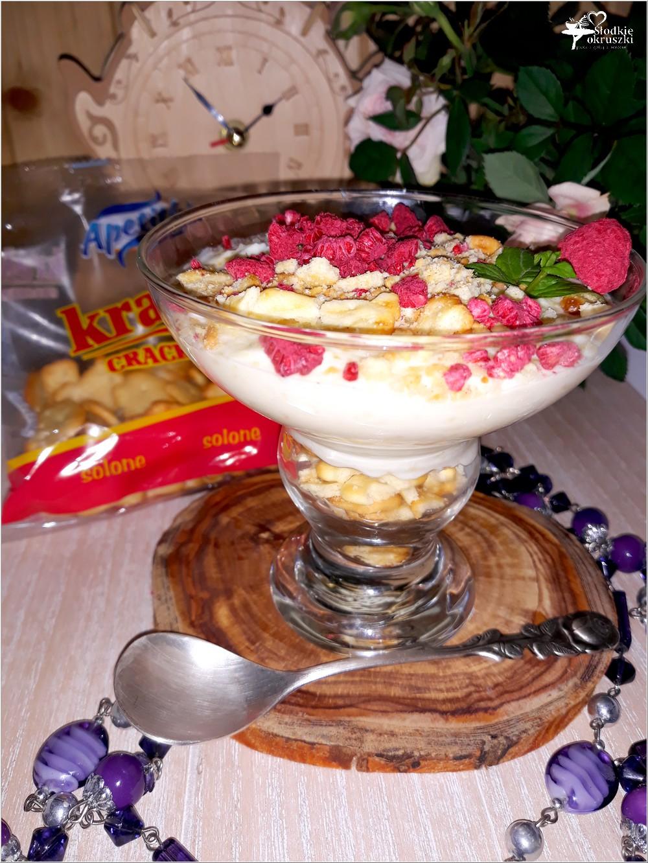 Kokosowy serniczek z białą czekoladą i krakersami (3)
