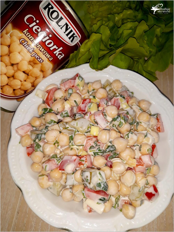 Kolorowa sałatka z cieciorką (4)