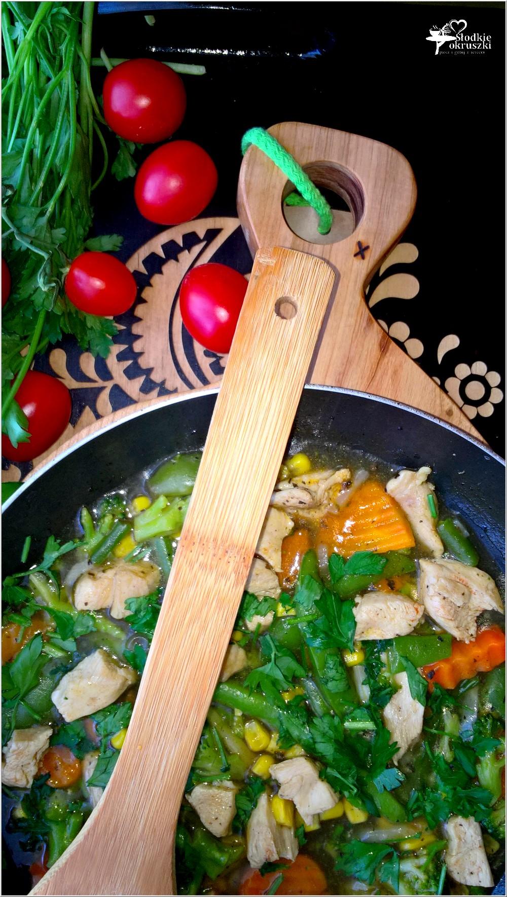 Kurczak w rozgrzewającym warzywnym sosie (1)