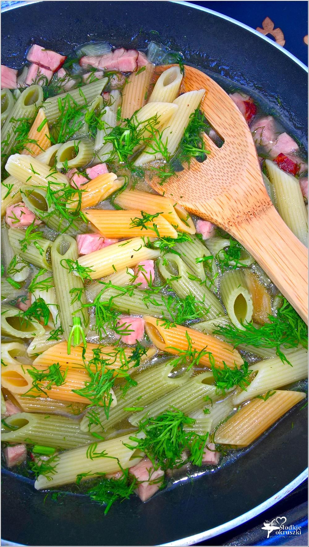 Makaron z szynką w drobiowo-koperkowym sosie. Obiad w kilka chwil (1)