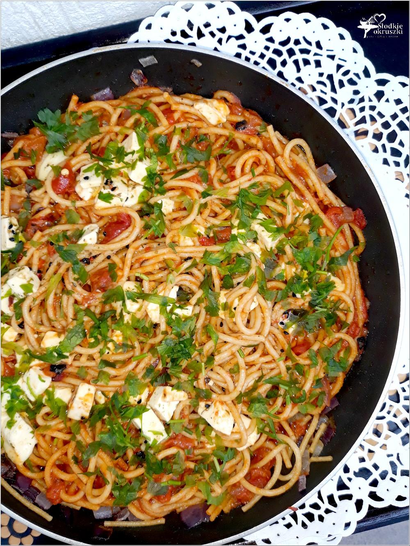 Spaghetti w paprykowo-pomidorowym sosie z serem owczym od Owcza Kraina (4)