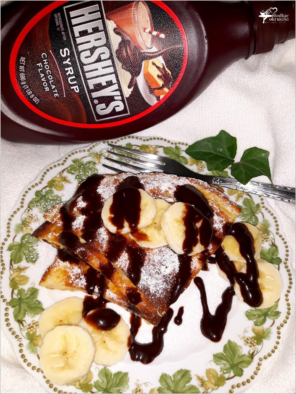 Bananowy omlet z syropem czekoladowym (2)