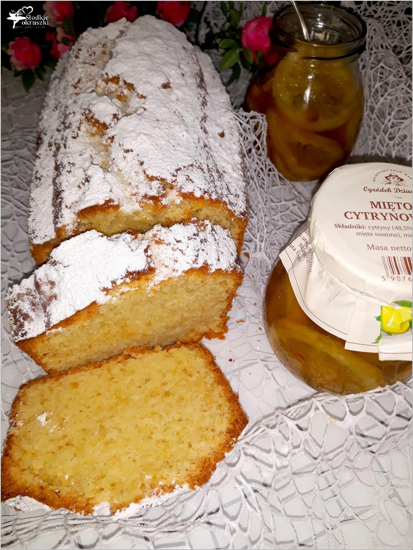 Ekspresowe ciasto jogurtowe z miętowymi cytrynkami (bez miksera) (1)