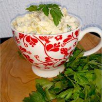 Imprezowa sałatka śledziowa z jajkiem (1)
