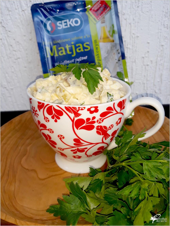 Imprezowa sałatka śledziowa z jajkiem (3)