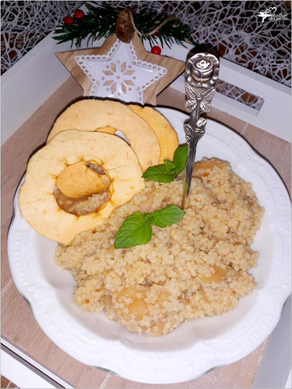 Korzenno-miodowa kasza jaglana z suszonymi jabłuszkami (1)