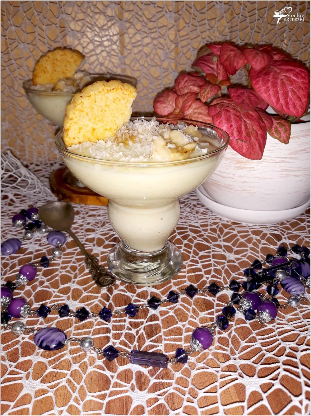 Kremowy deser waniliowo-kokosowy z bananem (na domowym budyniu) (1)