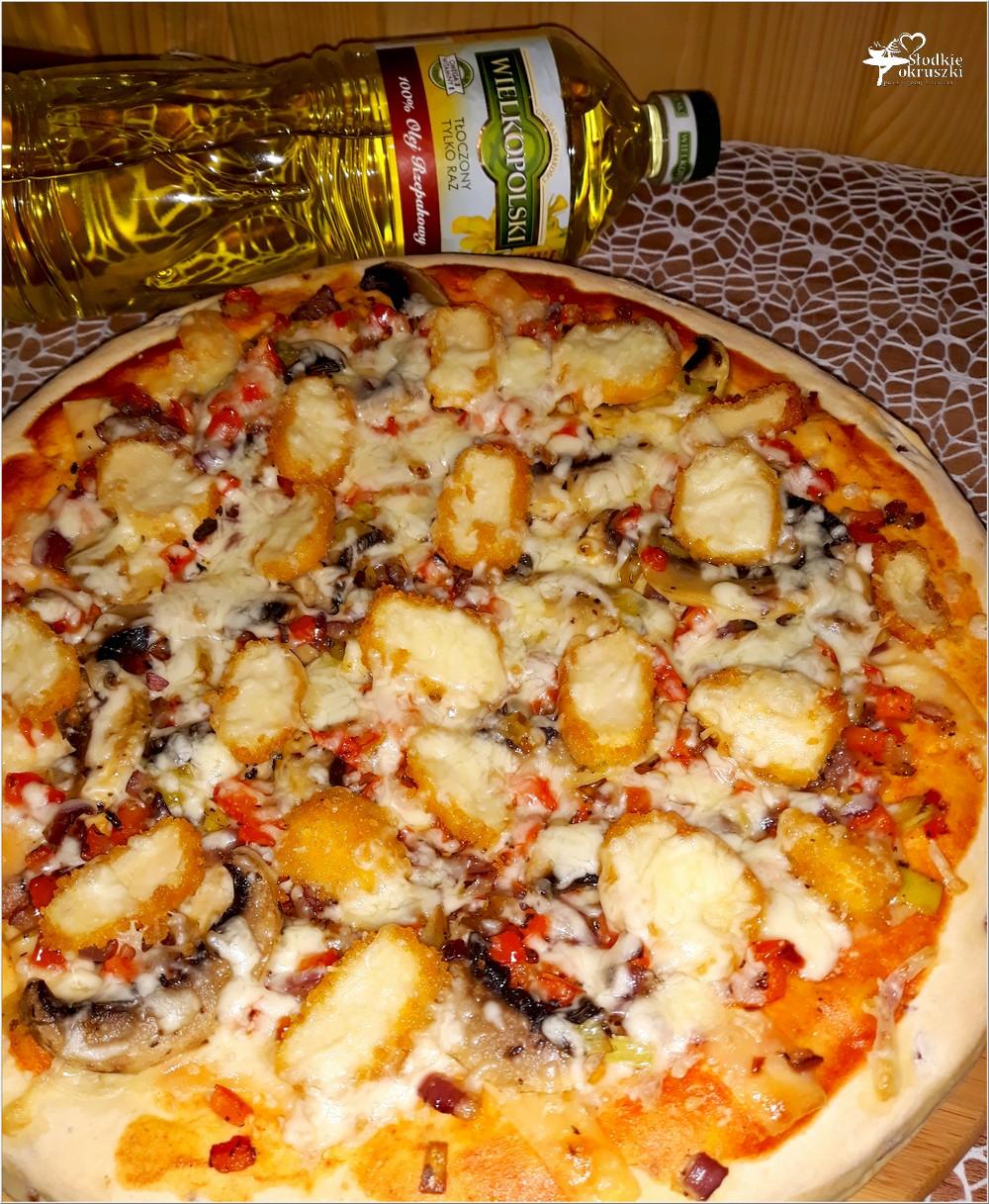 Pizza z nuggetsami na grubym cebulowym cieście (1)