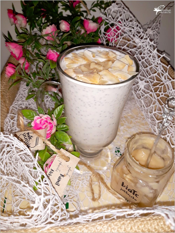 Pudding chia z białym jabłuszkiem i kokosową nutą (1)
