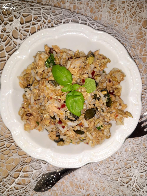Szybka sałatka z ryżem i mixem ziaren (1)