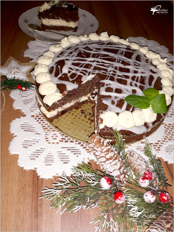 Świąteczny piernikowy tort z cytrynowym kremem i wisienkami (3)