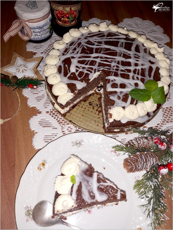 Świąteczny piernikowy tort z cytrynowym kremem i wisienkami (4)