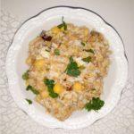 Ekspresowa sałatka imprezowa z tuńczykiem, ryżem i cieciorką