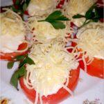 Imprezowa przekąska. Pomidorki z serem i sosem czosnkowo-ziołowym.