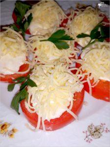Imprezowa przekąska. Pomidorki z serem i sosem czosnkowo-ziołowym (1)