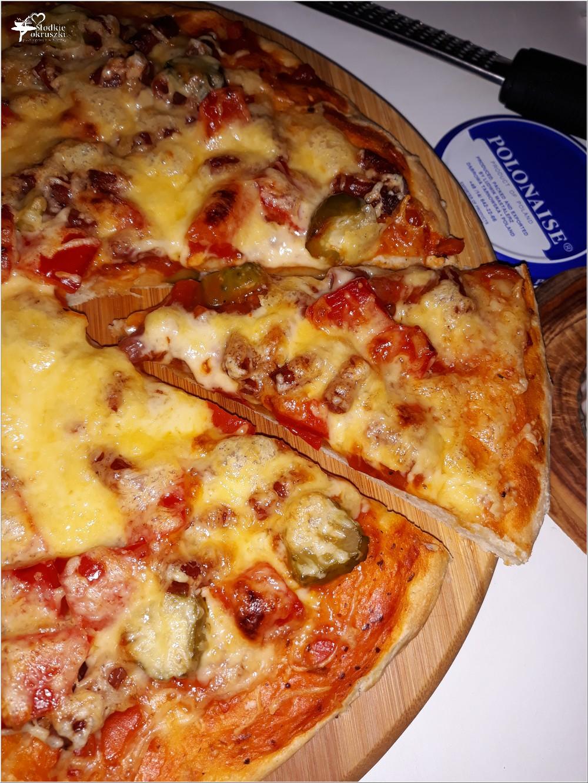 Prosta sylwestrowa pizza i szybki sos chrzanowy (2)