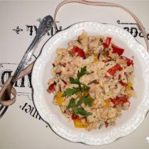 Ryżowa sałatka z wędzonym pstrągiem (1)