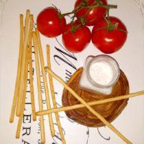 Szybki sos czosnkowo-bazyliowy do paluszków chlebowych (1)