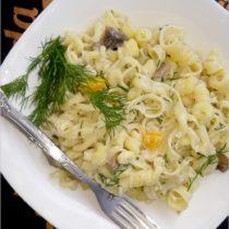 Szybki makaron w lekkim jogurtowo-koperkowym sosie (1)