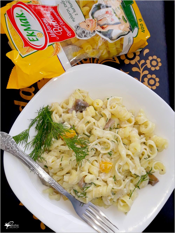 Szybki makaron w lekkim jogurtowo-koperkowym sosie (2)