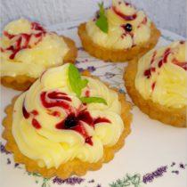 Tartaletki z konfiturą jagodową i kremem waniliowym (1)