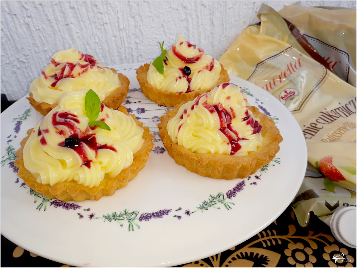 Tartaletki z konfiturą jagodową i kremem waniliowym (3)