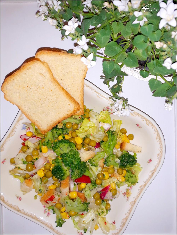 Chrupiąca sałatka z brokułem i sucharkami Mamut (4)