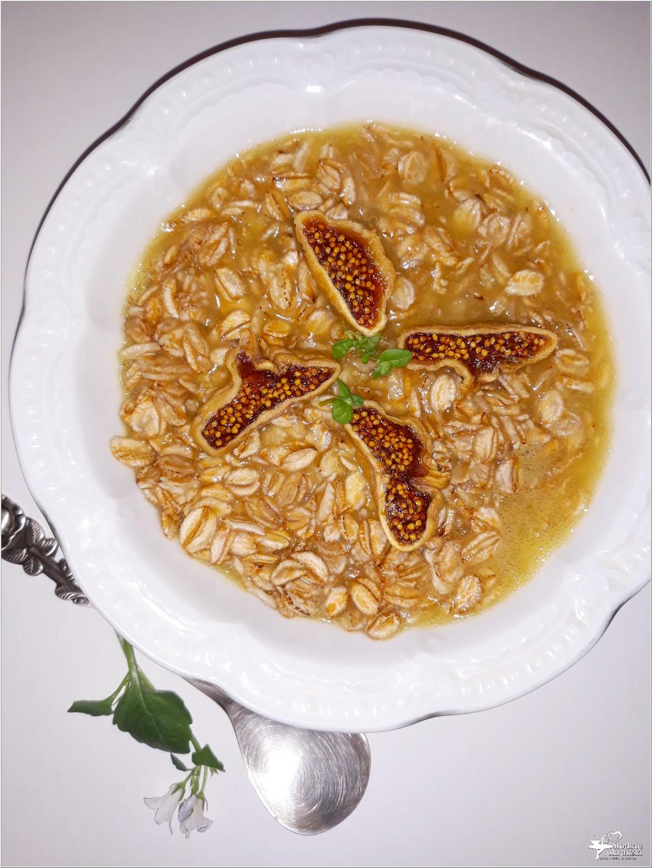 Płatki żytnie z figą na ananasowym soku (1)