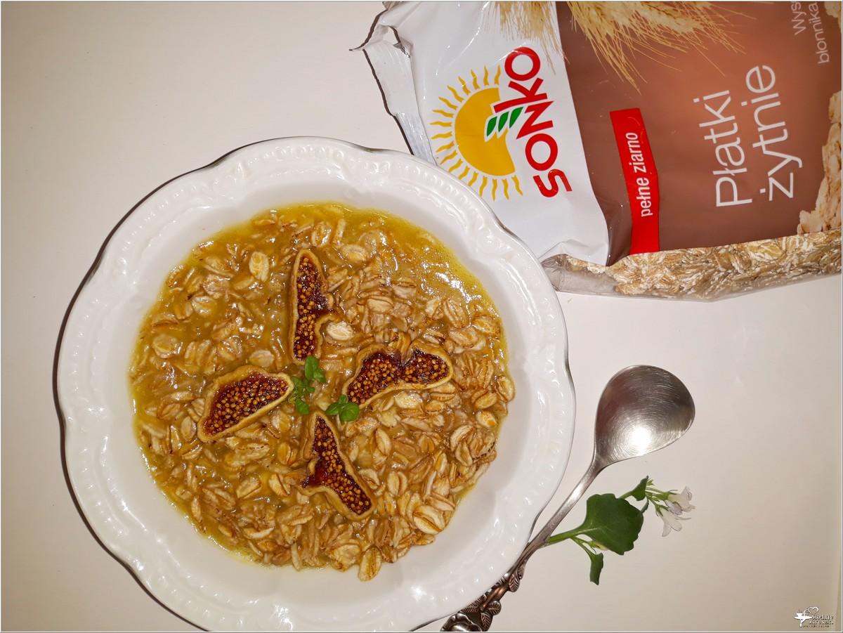 Płatki żytnie z figą na ananasowym soku (3)
