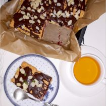 Szybkie ciasto karpatkowo-jagodowe. Prosty deser bez pieczenia (1)