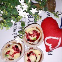 Walentynkowy deser w kokosowych miseczkach (1)