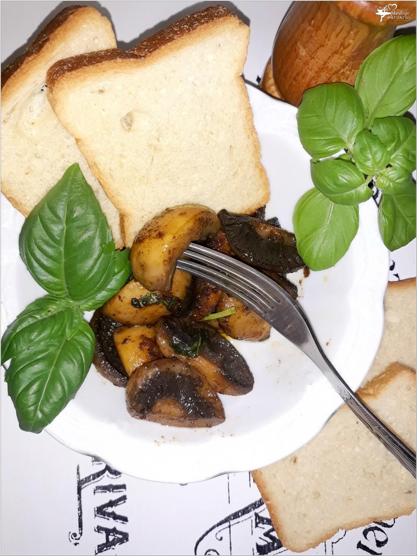 Czosnkowo-bazyliowe pieczarki na maśle (1)